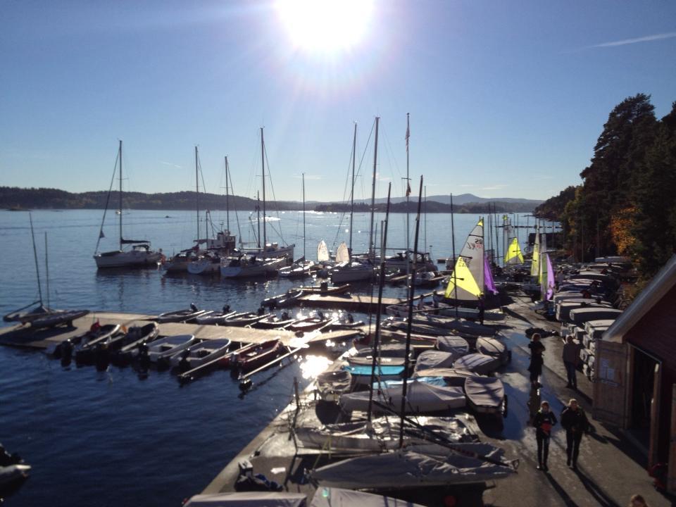 Fult: Det er mange deltagende båter i årets OAS Bærum Høstcup denne helgen.